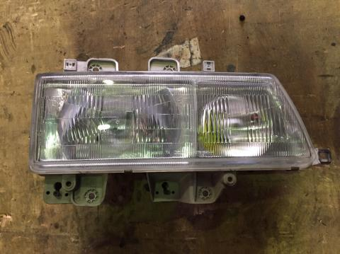 中古トラック部品 いすゞ エルフ ヘッドライトAy(右)