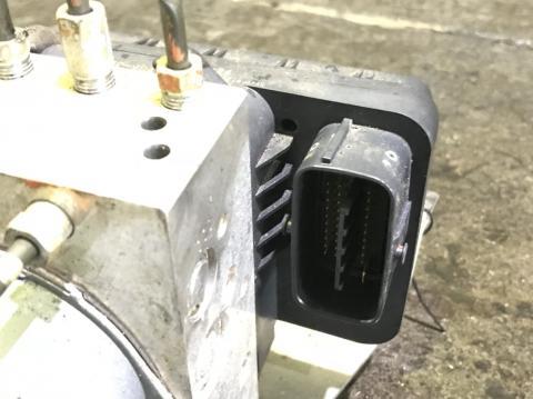 中古トラックパーツ ABSアクチュエーター