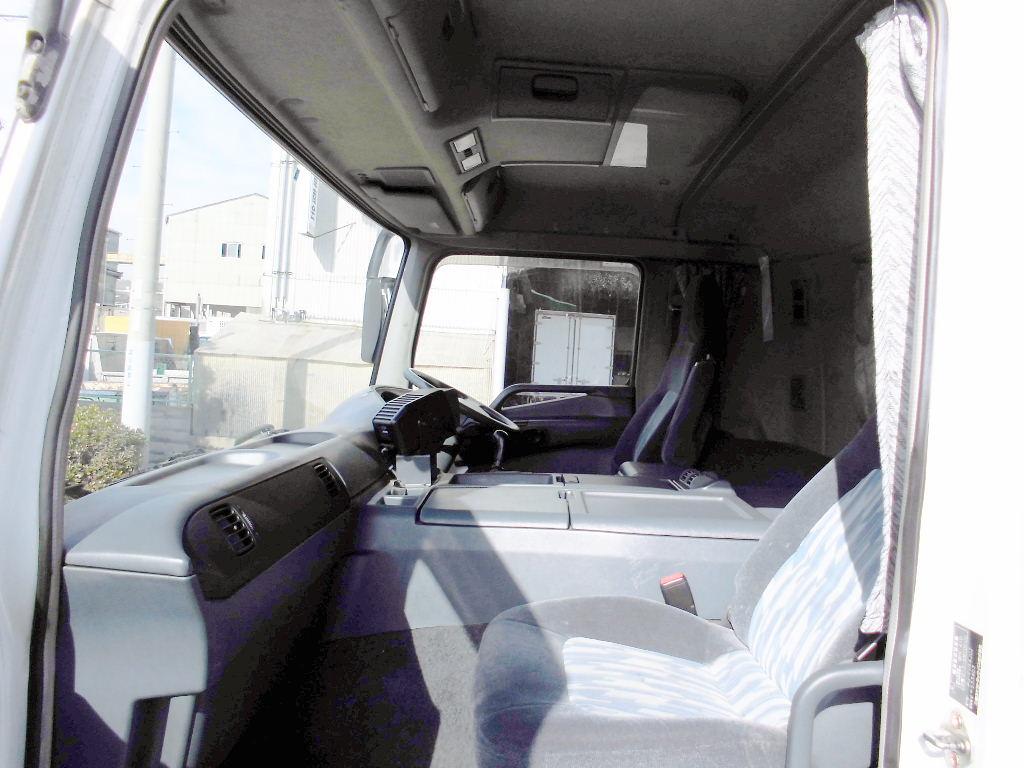 中古トラック H17年式 3軸低床 マニュアル アルミウイング