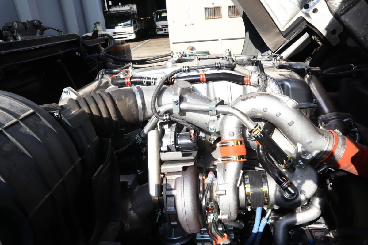 中古トラック H25年式 4軸低床 E/G新品 SA/T アルミウイング