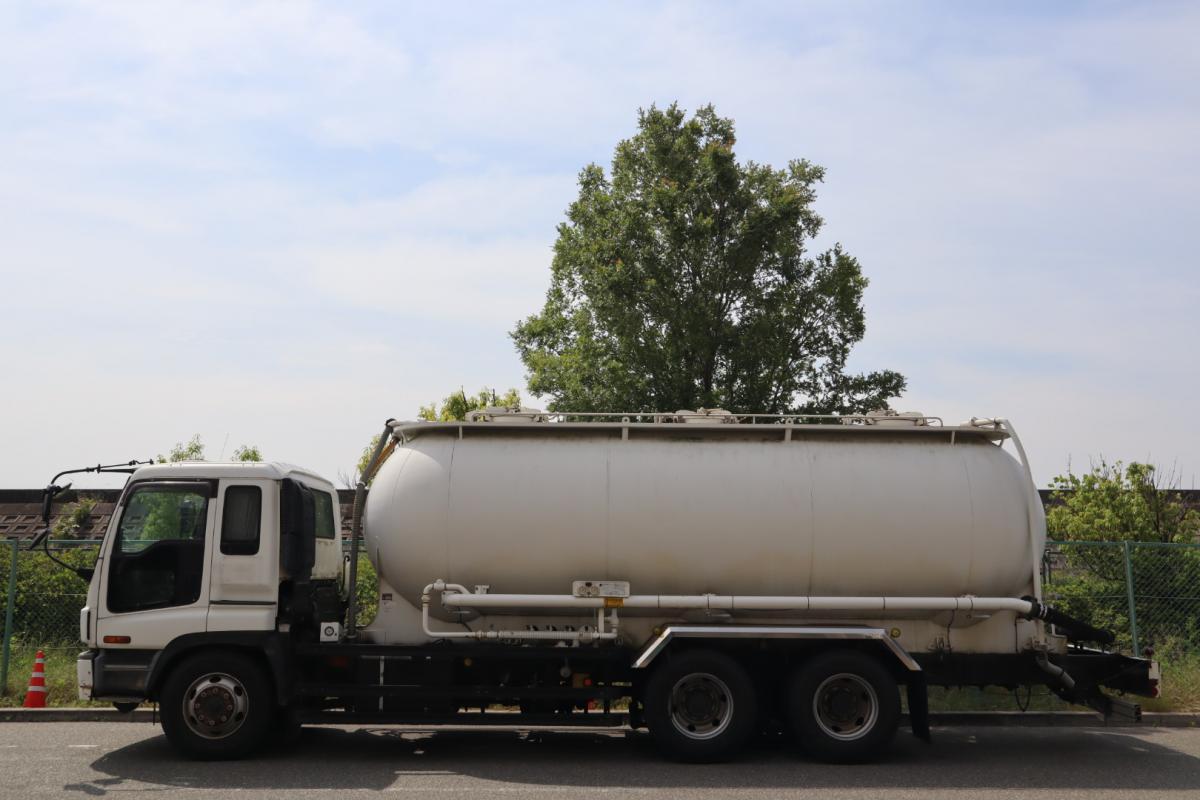 中古トラック H15年式 極東開発 最大積載容量17.08㎥ 粉粒体
